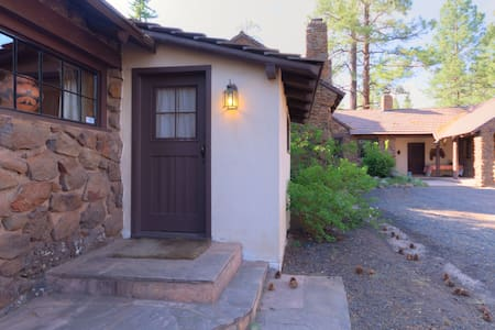 The Hide-Away at Colton House - Flagstaff - House