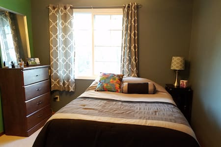 Cozy bedroom with private bath - Coralville