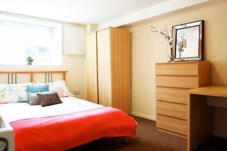 Homely Huddersfield House Room1