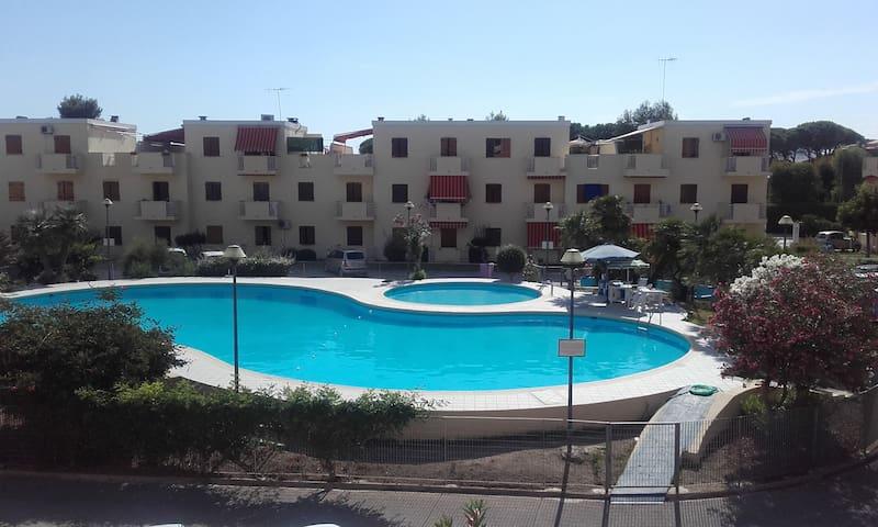 Residence con piscina fronte mare