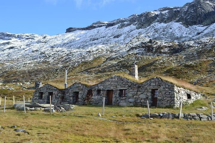 Unike liten steinbu i Vivassdalen-Hardangervidda