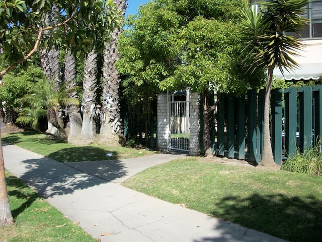 Best location in belmont shore 0.5 mi to the beach - Long Beach - Apartment