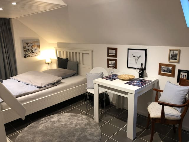 Grote Eetkamer 6 Personen.Airbnb Bruggen Vacation Rentals Places To Stay North