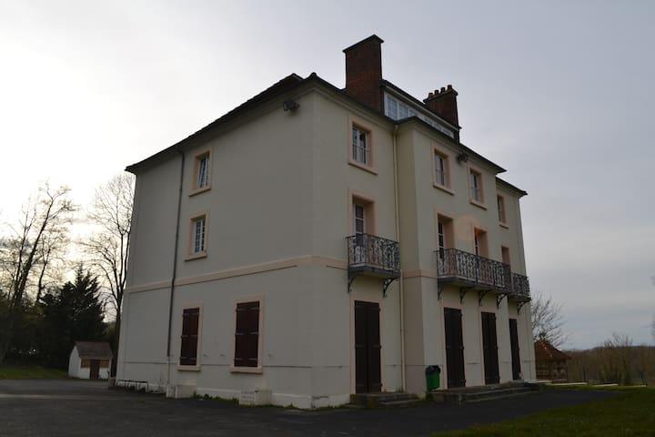 Logement 35 personnes Euro 2016 - Heilles - Schloss