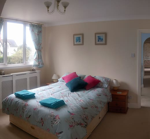 Double Room, quiet village, 10 mins to BHX and NEC