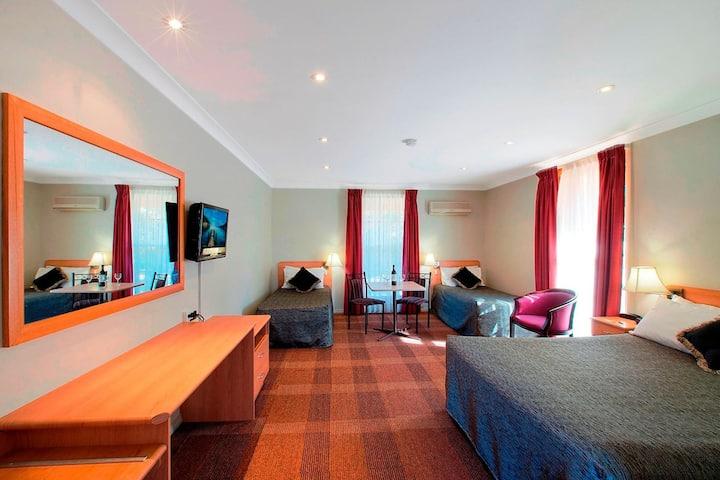 Family Room @ Bushmans Motor Inn Parkes