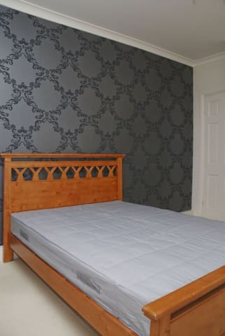Master Bedroom (with ensuite)