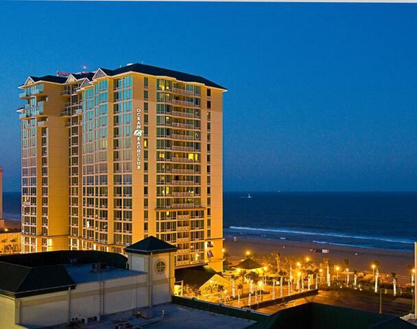 Boardwalk 2BR Ocean View Sleeps 6 OAR - バージニアビーチ - 別荘