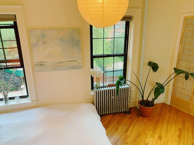 Sunny & charming apartment in Chinatown