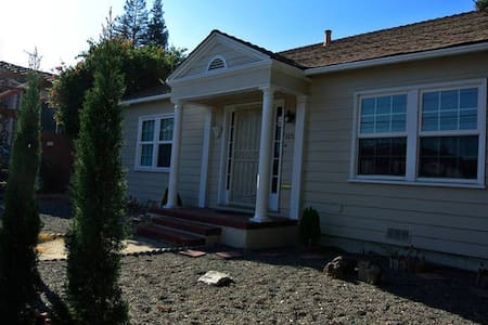 Artist Design Single Family House in SF Bay Area - Hayward - Haus