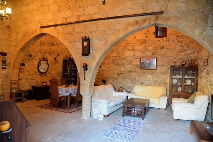 Costa' s Stone House