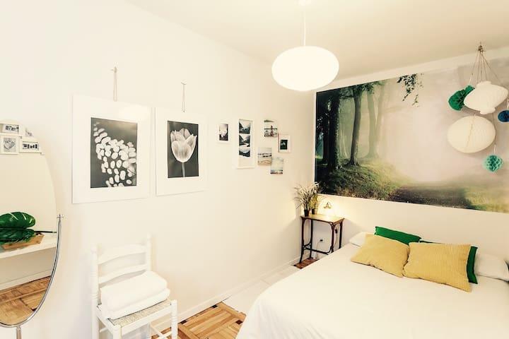 B&B LANDSCAPE CHEAP ROOM FOR 2 - Madrid - Bed & Breakfast