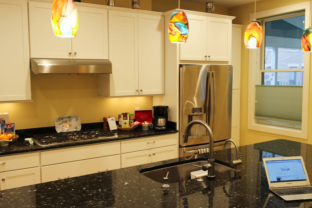 Please use our modern kitchen with high-end appliances!
