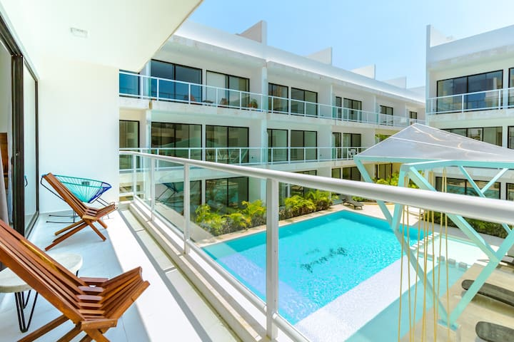 Chic 2BR! Pool! Beach Club Access!