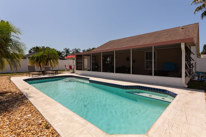 Private pool home 3 miles to the Gulf beaches