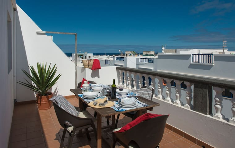 Nice apartment with two terraces. - La Santa - Appartement