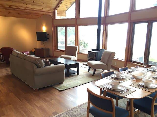 Beachfront Luxury on Case Inlet - Belfair - Hus