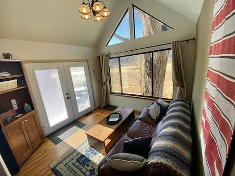 Charming 2 BR Tiny Home : Basecamp 550