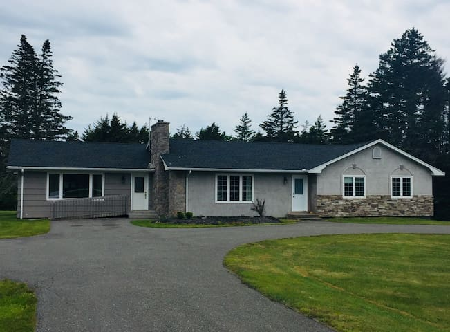Great Large Bungalow Acadian Shore -Clare
