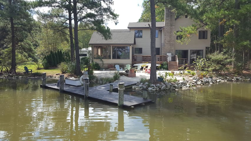 Secluded Waterfront Cottage w/ Private Beach/Dock