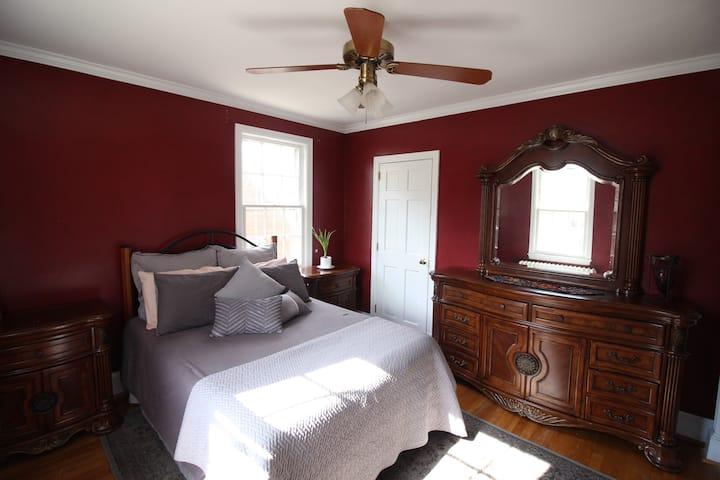 Cosy Bedroom in a House Near Rock Creek Park