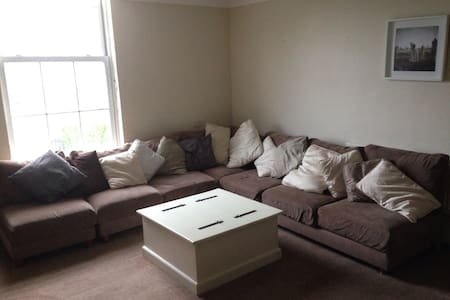 15-20 minutes walk from city center - Rathmines