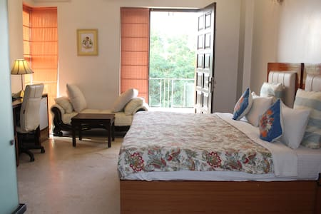 AirbnB Luxury room: Near Golf Course Road - Gurgaon