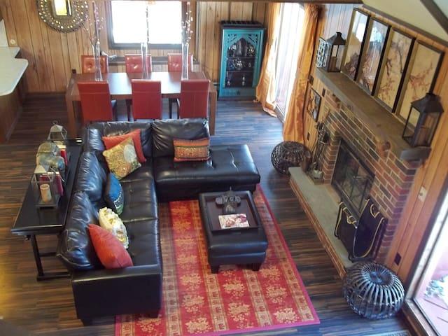 HOT TUB, Movie Room, WiFi, A/C, 3 Decks, 6pools - Bushkill - Rumah