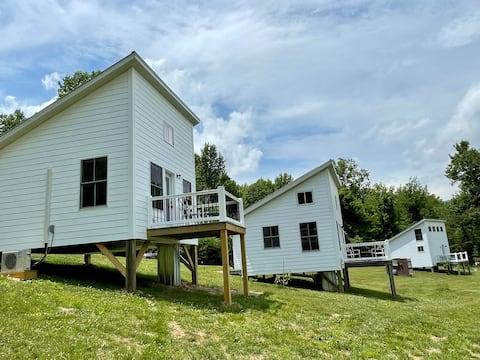 Grace's Place Petite Retreat D Perfect location!