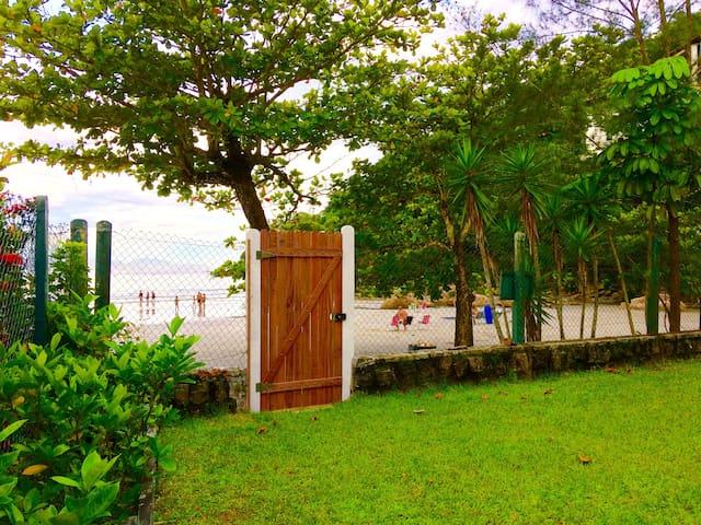 Casa do Canto das Toninhas - Pé na Areia