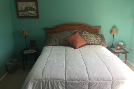 2 bedrooms - lovely, comfy, & clean w/private bath - Johnstown - House