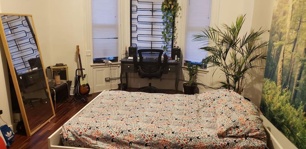 Artsy Room in Bushwick