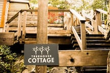 Staircase to Treehouse Cottage from driveway