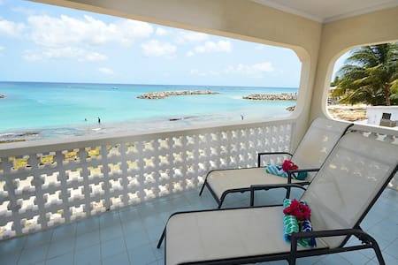 Beachfront and Good Snorkeling, Top Floor Apt