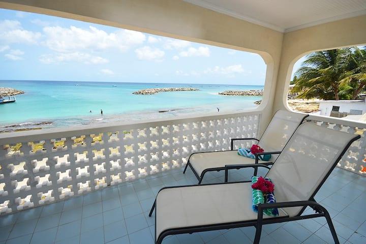 Beachfront and Good Snorkeling, Top Floor Apt