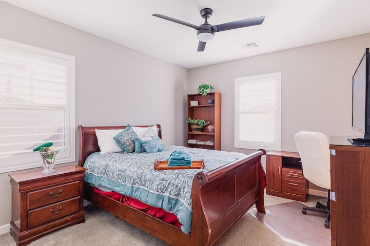 Private clean and quite bedroom w/ bath