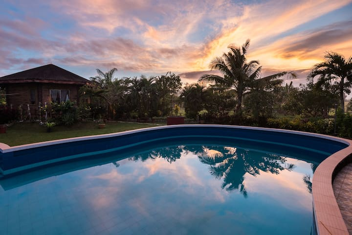 Breathtaking Sunsets! Stay in our Round House! - Panitan - House