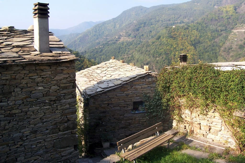 Vom Haus ein freier Blick über   die Berge gen Süden