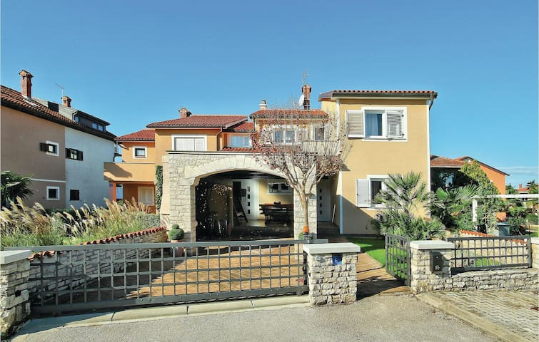 Holiday apartment with 2 bedrooms on 75m² in Umag