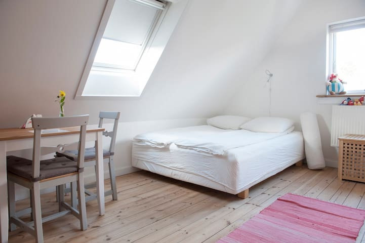 Bed and Breakfast in Valby for 3 persons.