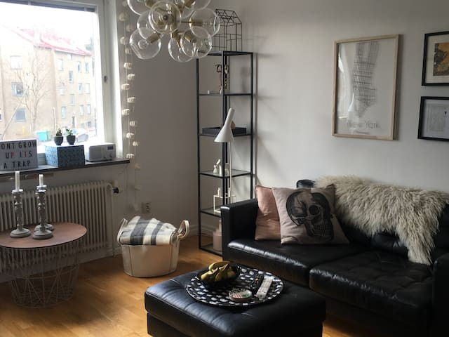 Mysig etta/cozy one room apartment 8 min from city - Solna - Leilighet