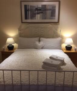 Double Room in West Kensington - London