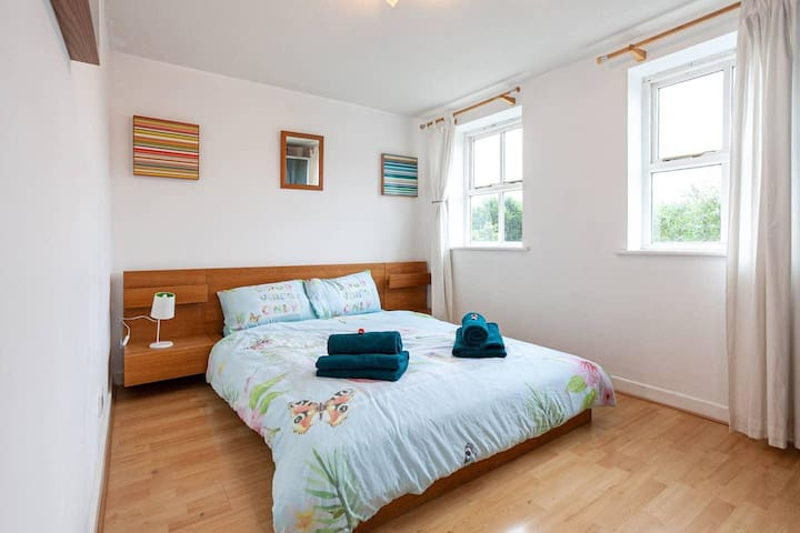 Great 1 bed APT close to Universities, sleeps 2