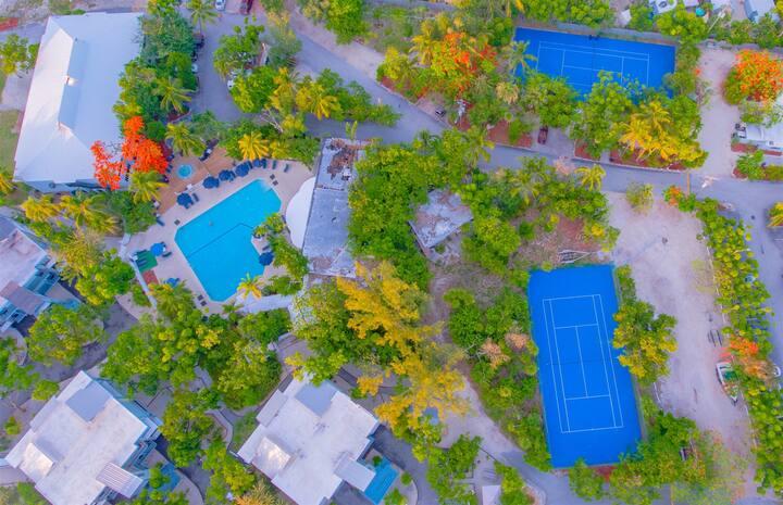 Marathon Key Beach Club 2/2 condo  pool, tennis courts, hot tub, BBQ area, some dockage available