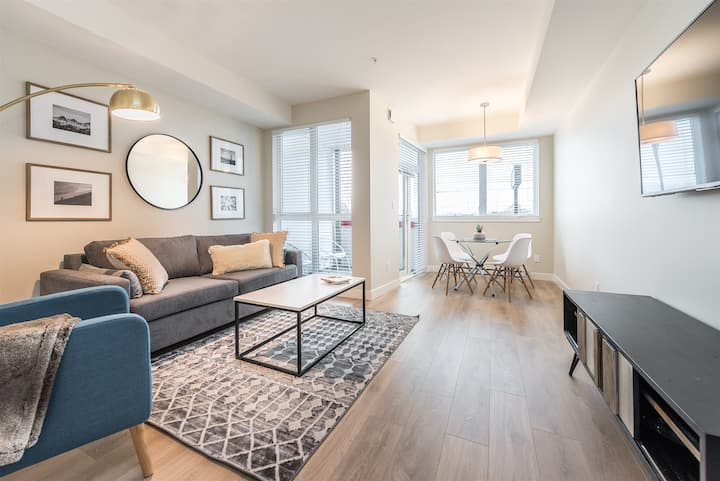 Brand New Modern 1BR Condo in Historic Old Town with Parking