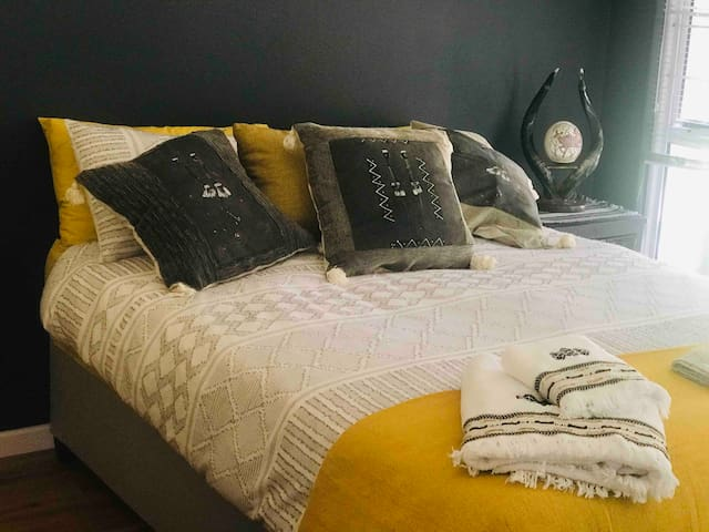 African Dream - Perfect for tourists & surfers