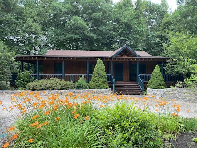 3BR Adirondack Guest House on 36 Acre waterfront