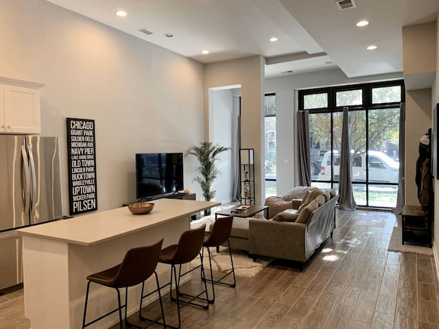 Modern chic apartment in West Town - Luxury Stay