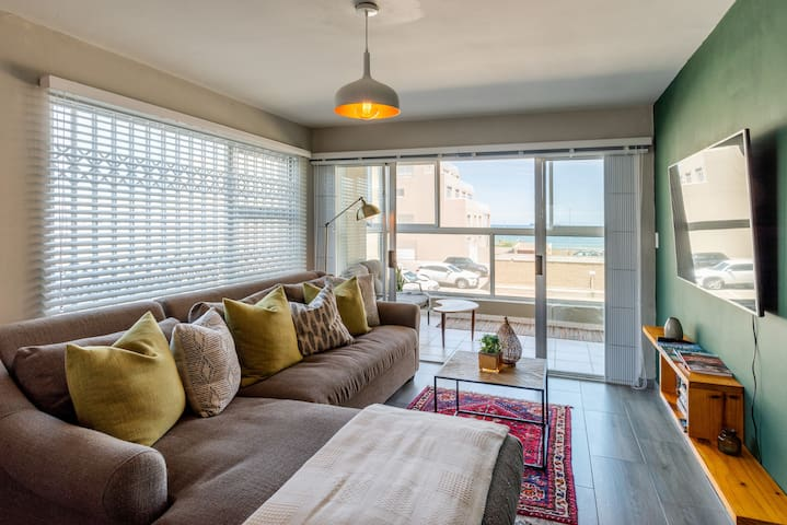Stunning Blouberg Beachfront Apartment