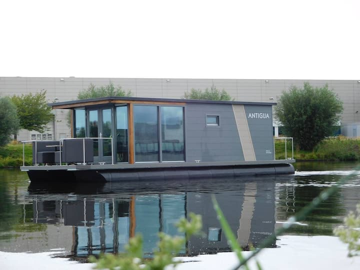 De AMSTEL - Unique stay on floating home | Boathouse | 2BDR